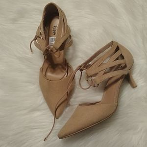 NWT Fioni Size 6.5 Faux Suede Heels